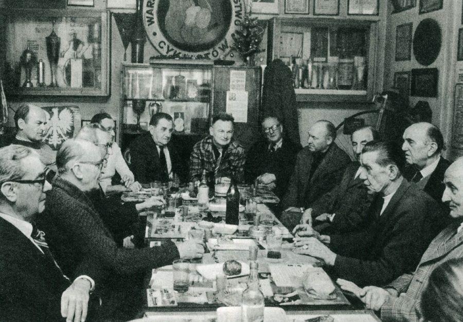 Jedno z piątkowych spotkań Koła Seniora WTC w roku 1980.