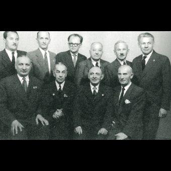 Zarząd Warszawskiego Towarzystwa Cyklistów, który przygotował uroczystości związane z obchodami 75-lecia Towarzystwa.