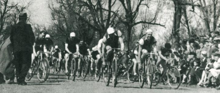 Start pierwszych zawodów kolarskich w Parku Skaryszewskim organizowane przez WTC.