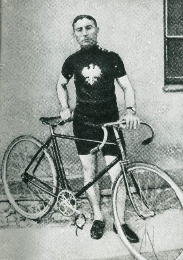 Franciszek Zawadzki, reprezentant WTC, który wywalczył koszulkę z białym orłem, w pierwszych mistrzostwach na szosie, w niepodległej Polsce.